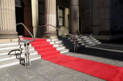 czerwony dywan na wesele